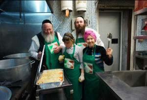 HasidicJewsfeedingthehungry