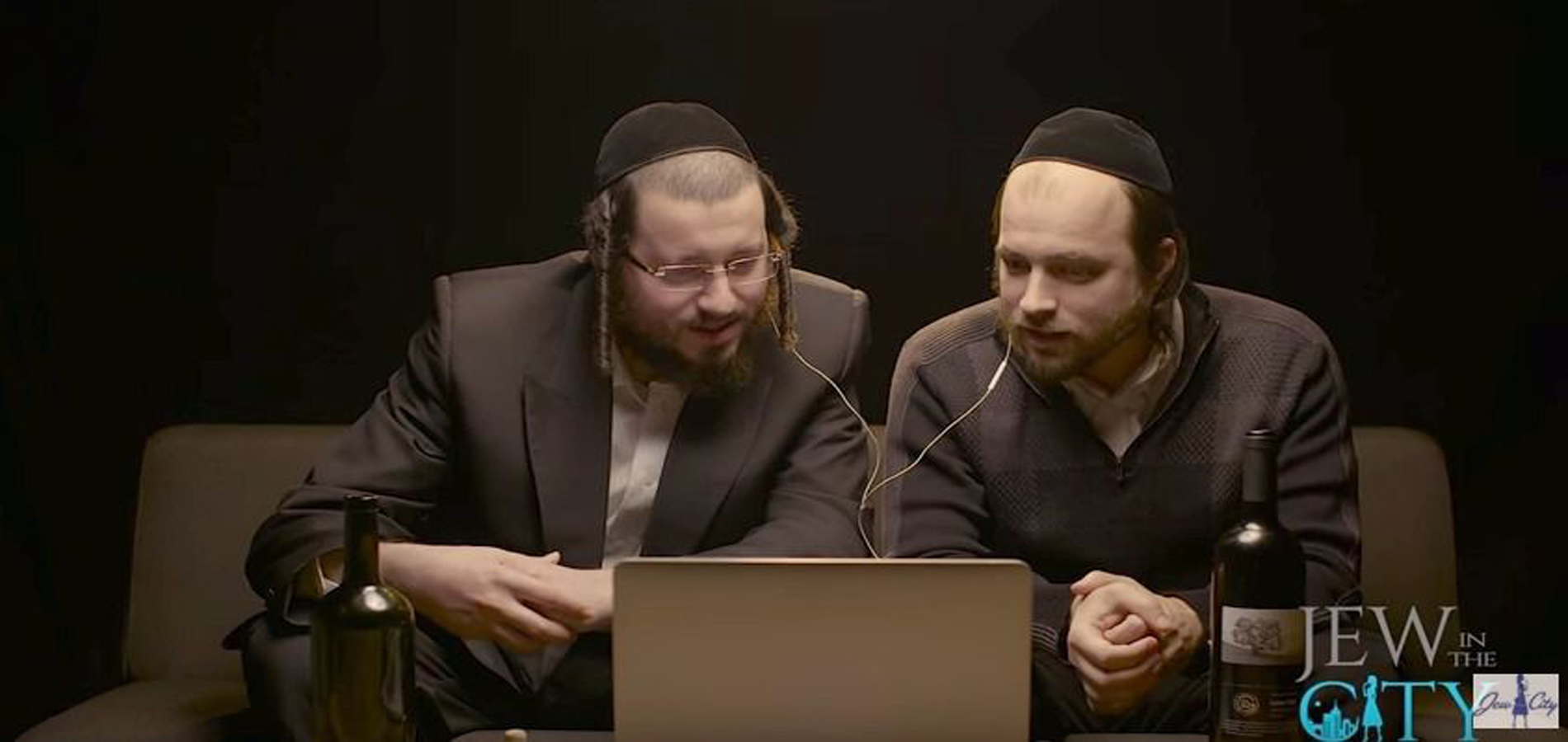 """Hasidic Men Watch """"Fiddler on the Roof"""" for the First Time & Other Orthodox Jews in the News"""