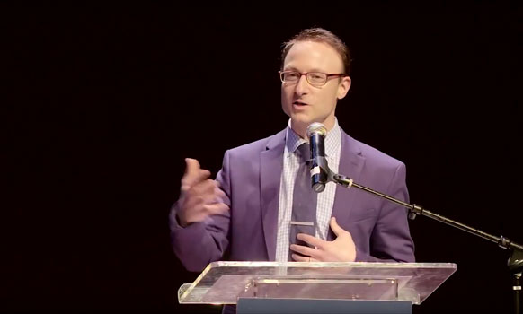 WSJ Reporter, Greg Zuckerman, Accepts Orthodox All Stars Award