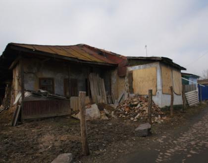 Ukraine's Last Shtetl Preps Pesach & Other Orthodox Jews in the News