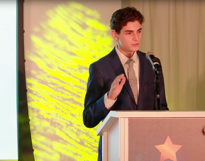Teen Star of Gotham, David Mazouz, Accepts Orthodox Jewish All Star Award