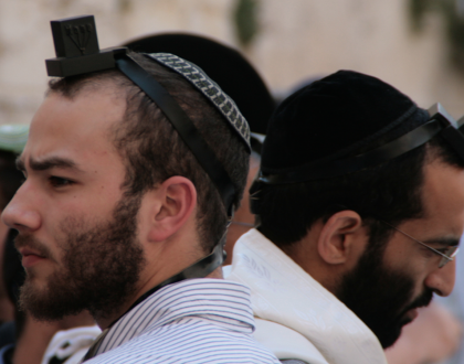 Wearing Tefillin May Make Men's Hearts Healthier & Other Orthodox Jews in the News